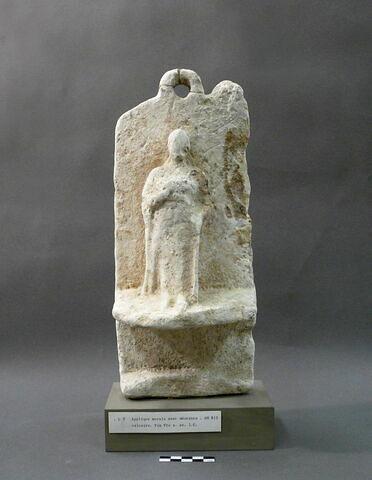 statue ; plaque