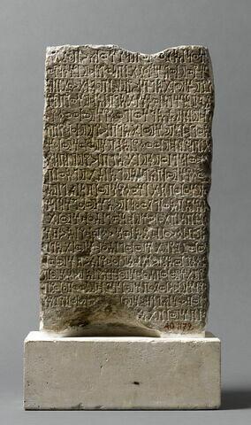 stèle ; socle ; document écrit