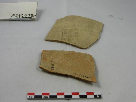 vase ; fragment ; 2