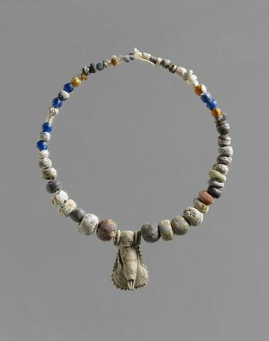 collier ; amulette