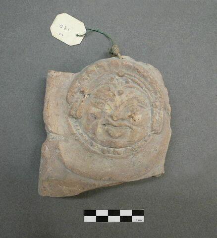 plaque ; figurine ; relief