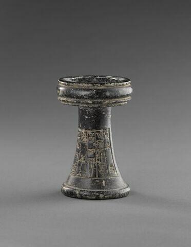 autel ; brûle-parfum  ; table d'offrandes  ; objet votif