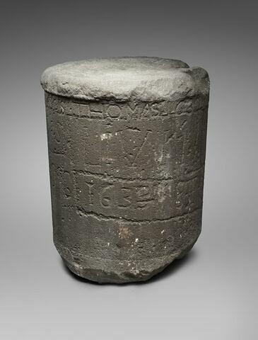 colonne  ; base de statue
