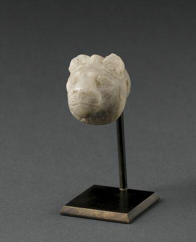 élément de mobilier  ; figurine