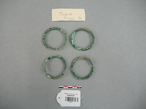 bracelet  ; fragment