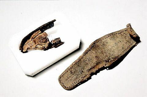 semelle de chaussure, fragment ; talon de chaussure, fragment