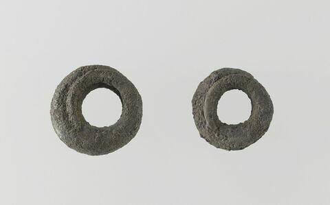 anneau ; boucle d'oreille