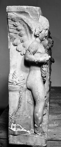 profil B © 1984 Musée du Louvre / Antiquités grecques, étrusques et romaines
