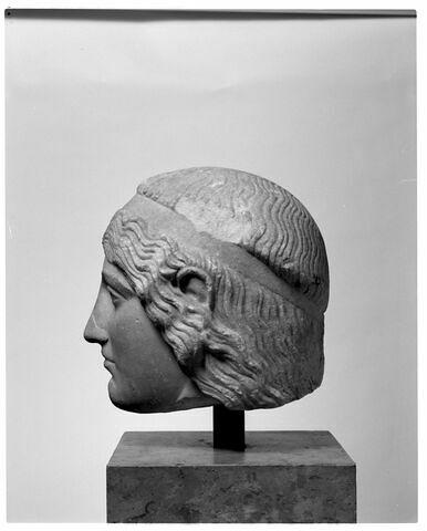 profil droit © 2002 Musée du Louvre / Patrick Lebaube