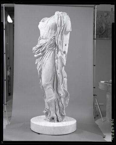 trois quarts © 2002 Musée du Louvre / Patrick Lebaube