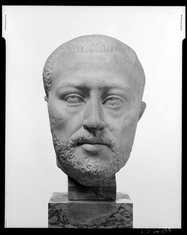 face, recto, avers, avant © 1990 Musée du Louvre / Christian Larrieu