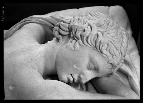 détail © 1989 Musée du Louvre / Maurice et Pierre Chuzeville