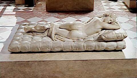 dos, verso, revers, arrière © 1995 RMN-Grand Palais (musée du Louvre) / Hervé Lewandowski