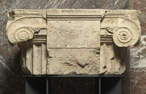 chapiteau ; pilier