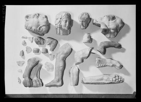 vue d'ensemble © 1975 Musée du Louvre / Antiquités grecques, étrusques et romaines
