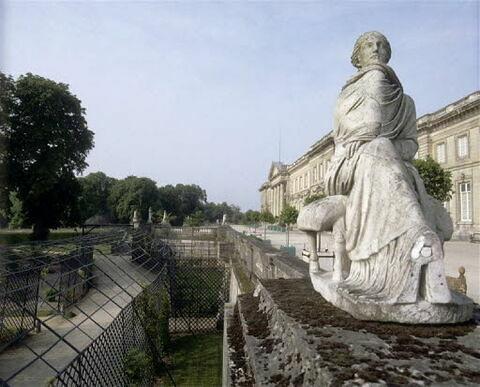 statue ; Mnémosyne de Compiègne