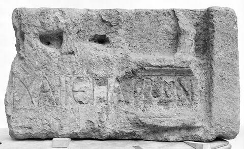 stèle  ; inscription