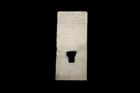 statue  ; inscription