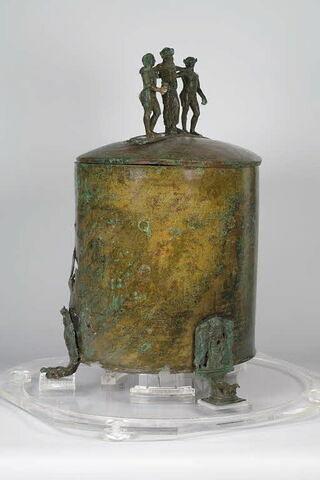 trois quarts © 2009 Musée du Louvre / Daniel Lebée/Carine Deambrosis
