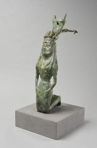 statuette ; trépied ; fragment