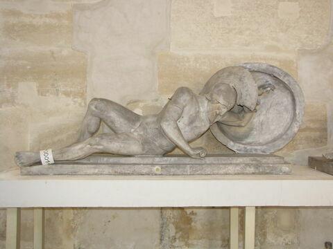 statue ; Tirage intégral d'une statue de guerrier barbu mourant.