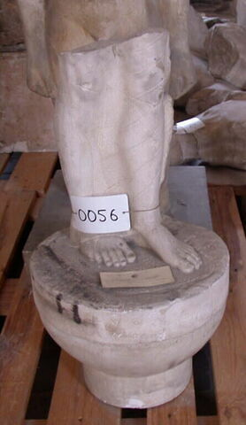 """moulage ; statue  ; base de statue ; Corè Acr. 609 dite la """"Boudeuse"""