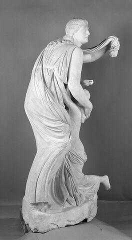 trois quarts dos © 2005 Musée du Louvre / Anne Chauvet