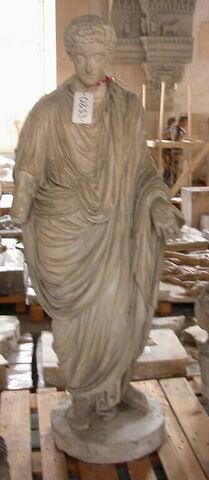 statue ; Tirage d'une statue de Commode, jeune, drapé.