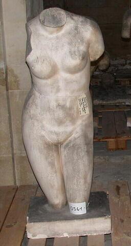 """moulage ; statue  ; Torse de l'Aphrodite dite """" de Cnide"""""""