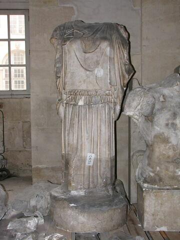 décor architectural ; statue  ; corps