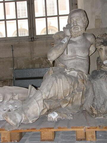"""moulage ; décor architectural ; statue ; Figure """"N"""" dite """"Devin""""."""