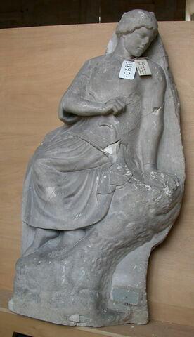 moulage ; métope  ; Héraclès et les oiseaux du lac Stymphale : Athéna assise; dite encore Pallas assise ou Minerve assise.