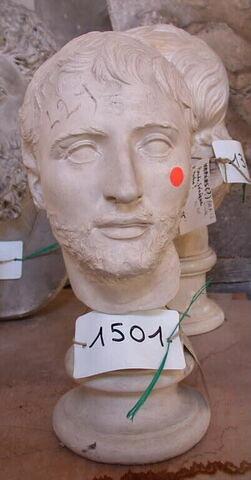 """moulage ; statue  ; Portrait dit """"du consul Titus Quinctius Flaminius"""" ou """"du romain mélancolique""""."""