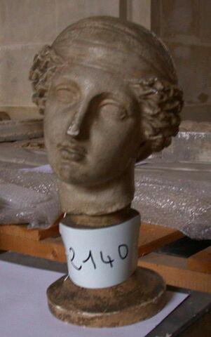 décor architectural ; statue  ; tête Maciet