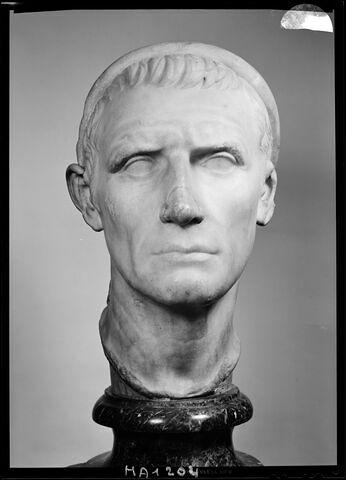 statue  ; Antiochos III