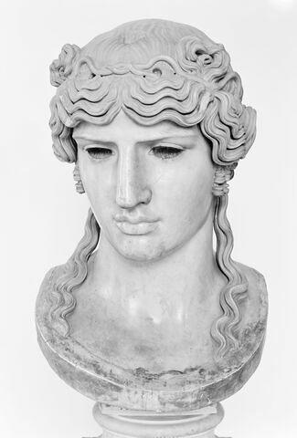 statue  ; Antinous Mondragone