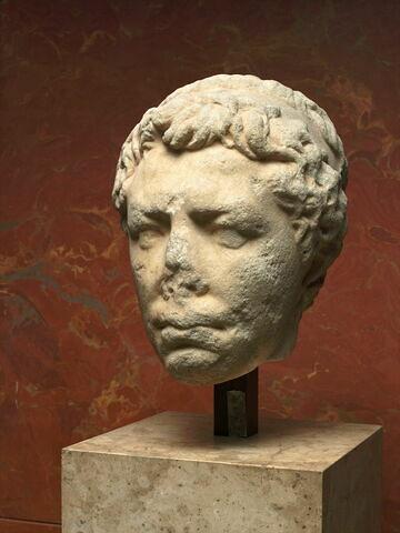 statue  ; tête Waille