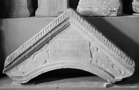édicule  ; inscription