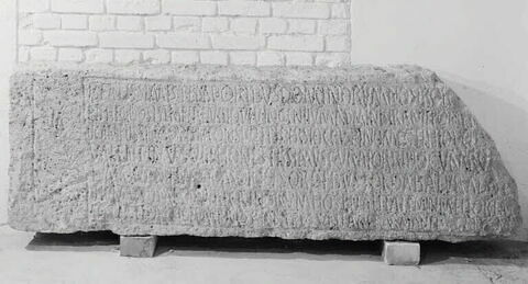 linteau de porte  ; inscription