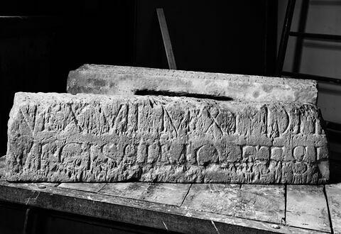 inscription  ; élément d'architecture