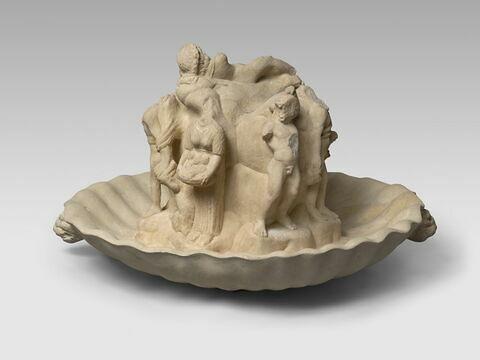 vasque ; groupe de statuettes