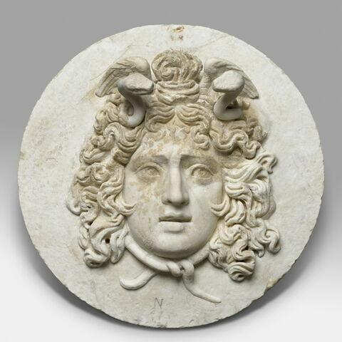 relief ; Tête de Méduse