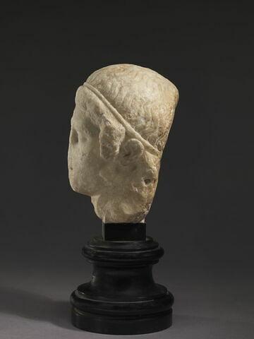 profil gauche © 2011 Musée du Louvre / Philippe Fuzeau