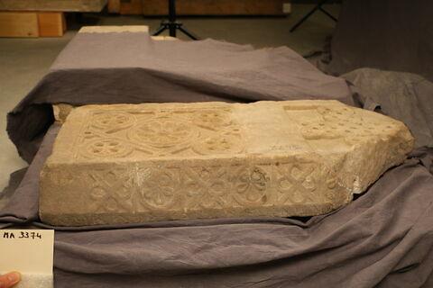 architrave ; inscription