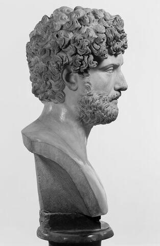 profil droit © 1990 Musée du Louvre / Christian Larrieu