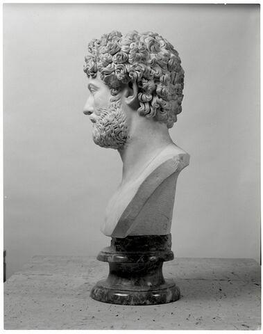 profil gauche © 2007 Musée du Louvre / Patrick Lebaube