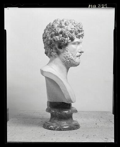 profil droit © 2007 Musée du Louvre / Patrick Lebaube