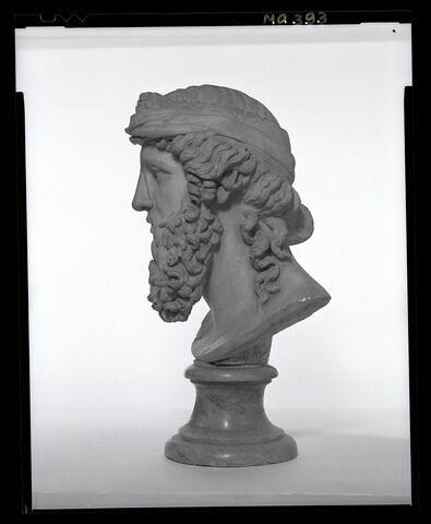 profil © 1995 Musée du Louvre / Patrick Lebaube