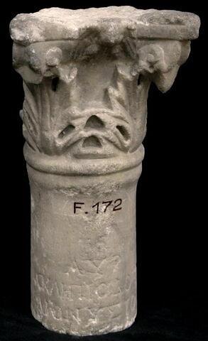 colonnette ; inscription