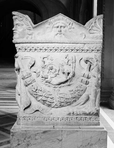 profil droit © 1975 Musée du Louvre / Maurice et Pierre Chuzeville